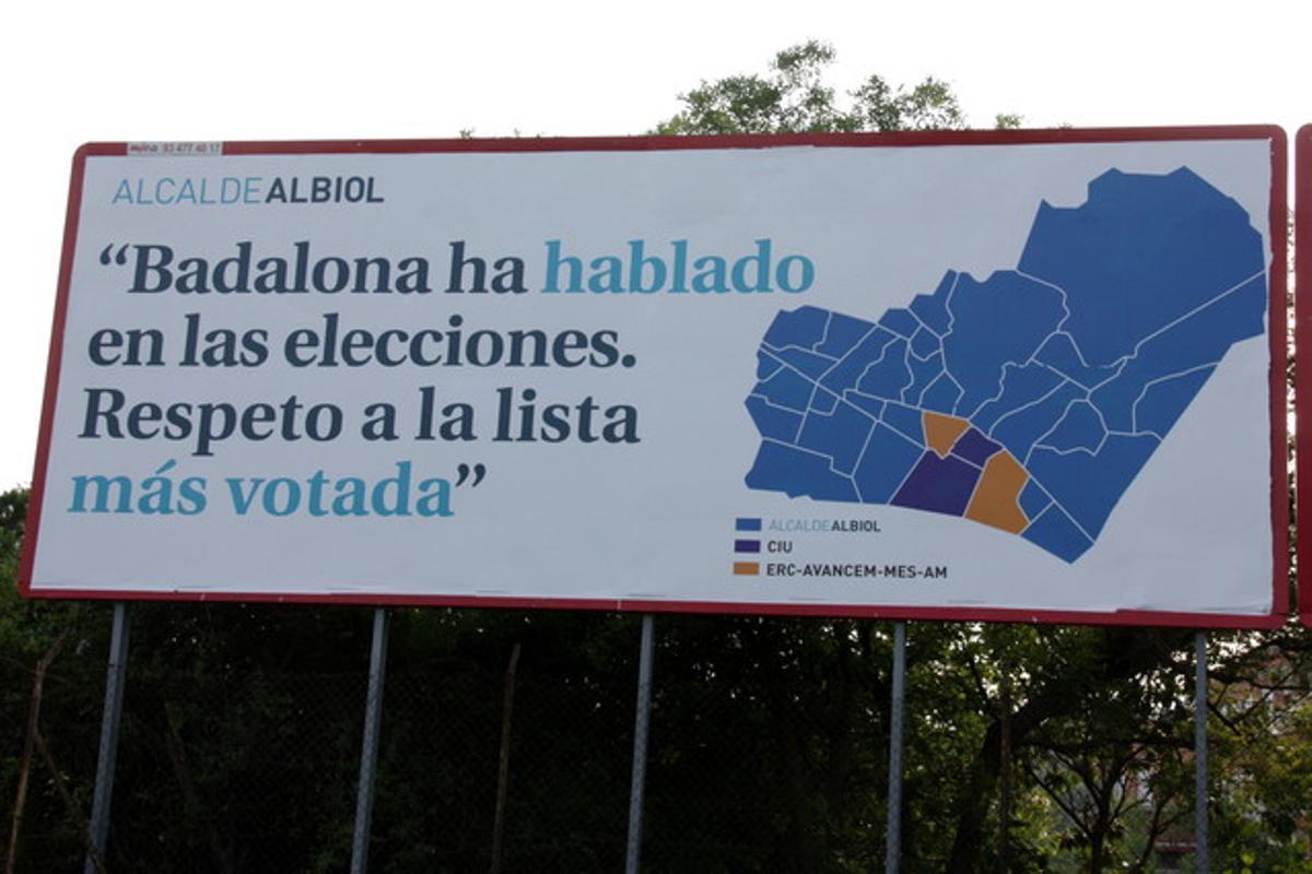 Detalle del cartel en el que Garcia Albiol pide respeto a la lista más votada.