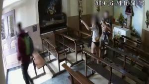Detinguts tres joves per robar un Crist del segle XIX