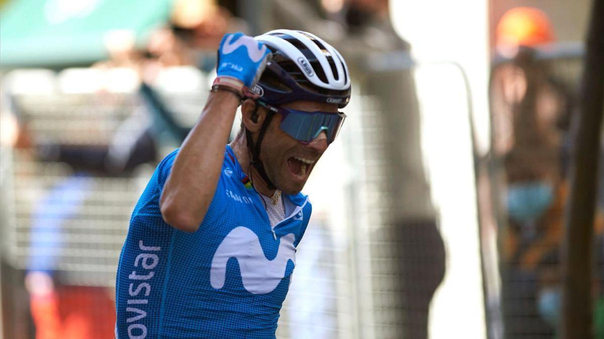 Valverde cruza el primero la meta de Estella.