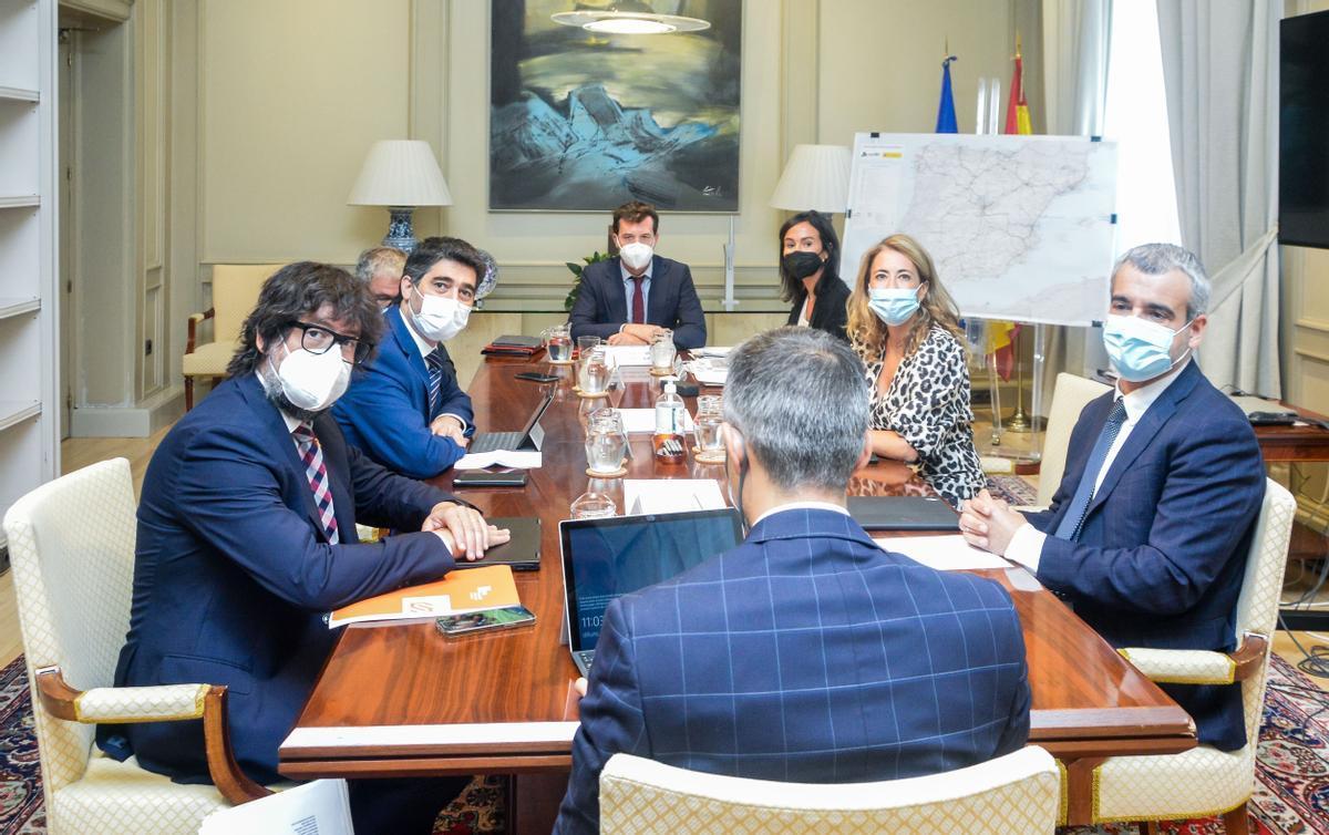 La ministra de Transportes, Raquel Sánchez, se reúne con el 'vicepresident' del Govern, Jordi Puigneró.
