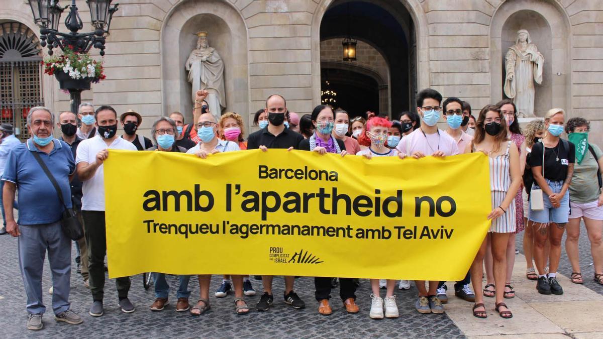 Imagen de la concentración de esta mañana en la Plaça de Sant Jaume