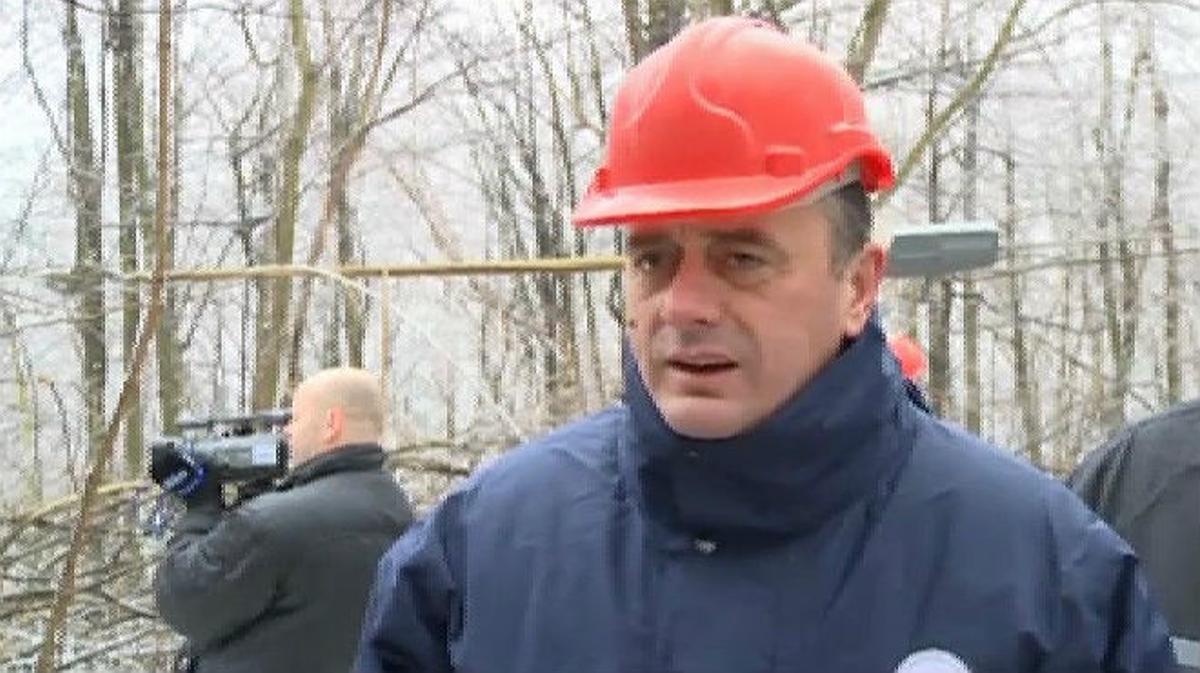 Un bloque de hielo cae en la cabeza del ministro serbio de Energía