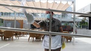 Una limpiadora en un hotel de Palma de Mallorca.