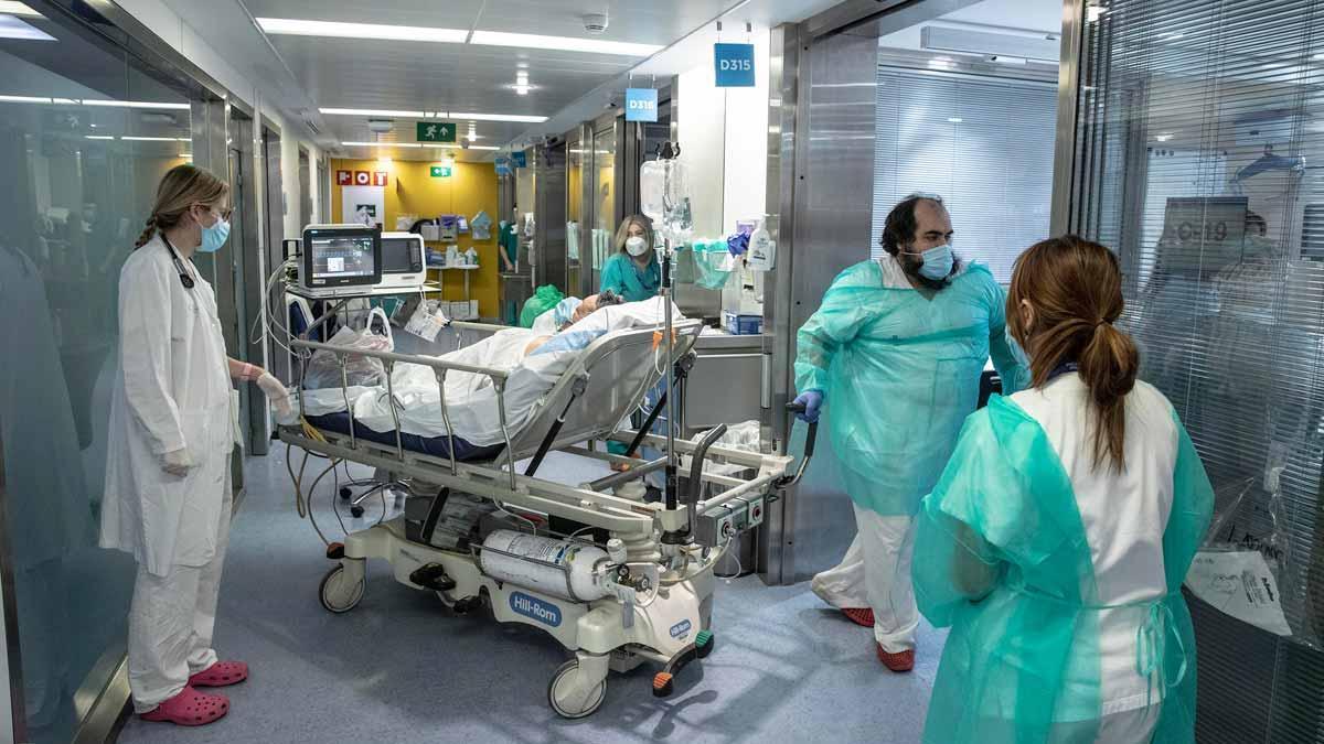 UCI para pacientes con covid en el Hospital Vall d'Hebron de Barcelona.