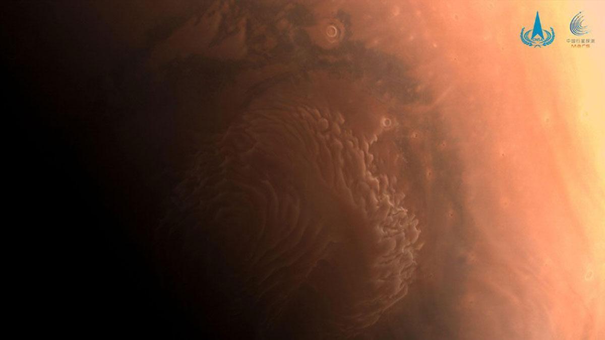 La superficie de Marte, fotografiada por Tianwen-1 antes de llegar a la órbita del planeta, en febrero del 2021.