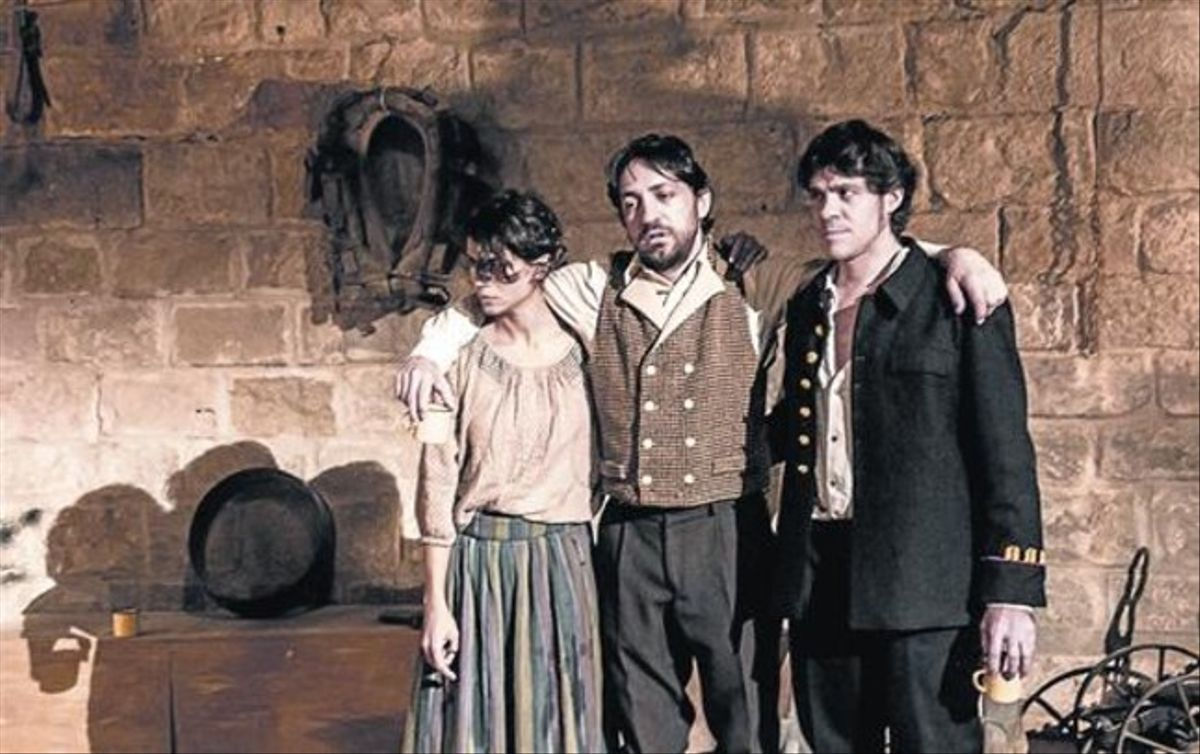 La jove irlandesa i els militars anglesos 8 Montse Morillo, David Vert i Ivan Benet, en una escena.
