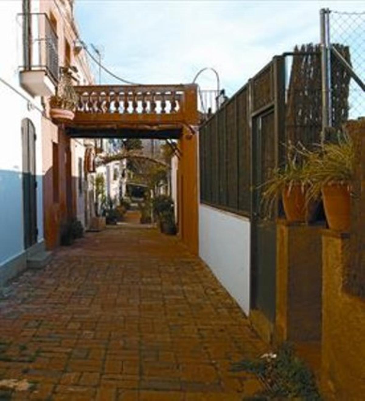 Testigo  8 La calle de Aiguafreda conserva casas con pozo y lavadero.