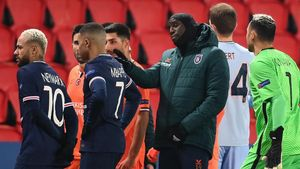 Istanbul Basaksehir s French forward Demba Ba (2ndR) reacts past Paris Saint-Germain s Brazilian forward Neymar (L) and Paris Saint-Germain s French forward Kylian Mbappe (2ndL) during the UEFA Champions League group H football match between Paris Saint-Germain (PSG) and Istanbul Basaksehir FK at the Parc des Princes stadium in Paris  on December 8  2020  (Photo by FRANCK FIFE   AFP)