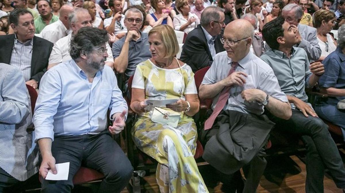 Antoni Castellà, Núria de Gispert y Joan Rigol, el pasado 7 de noviembre durante el congreso fundacional de Demòcrates de Catalunya.