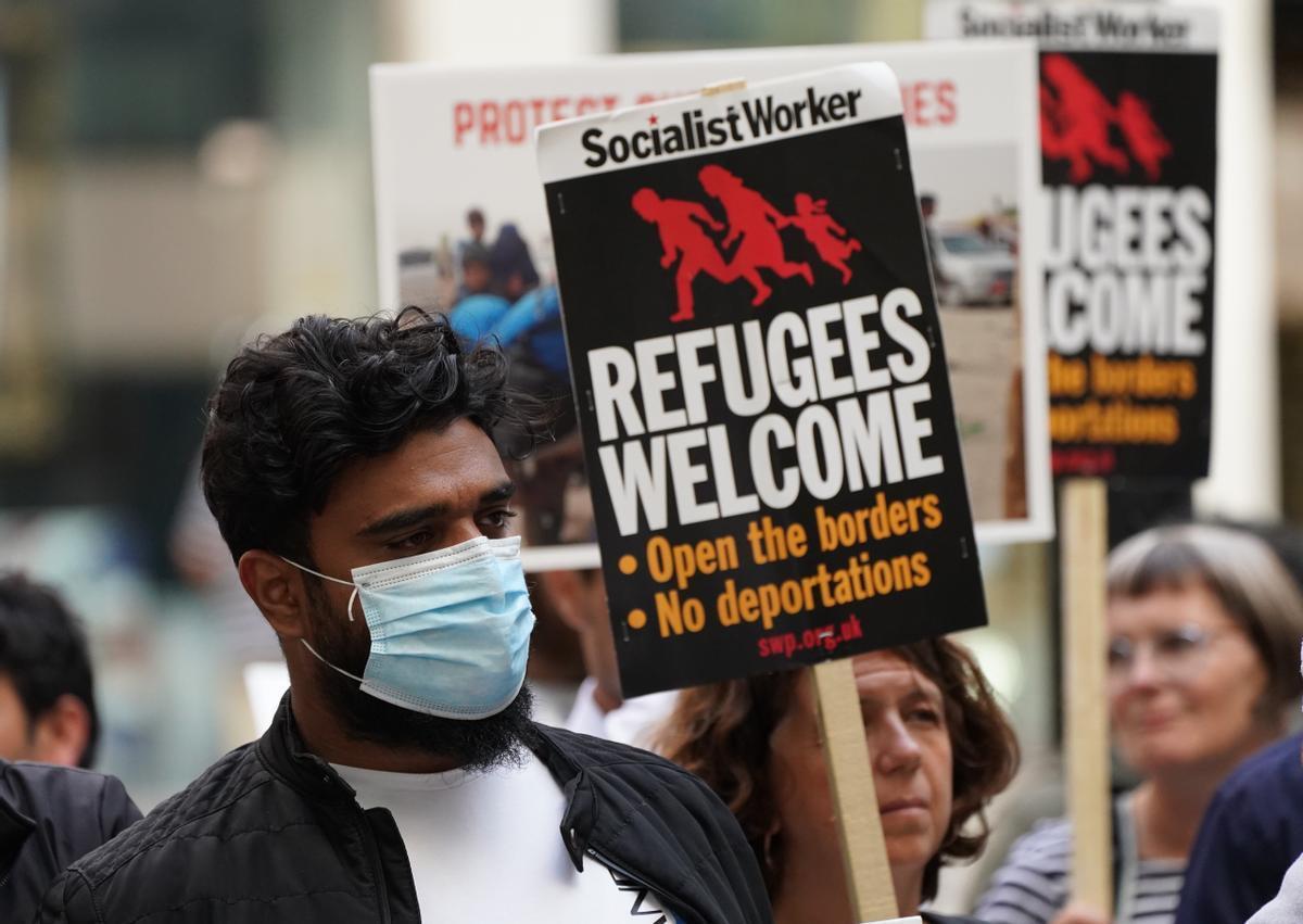 Protesta sobre las decisiones sobre migración de Priti Patel.