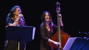 RusóSala y Giulia Valle (derecha), durante el concierto de homenaje a Carlos Cano.