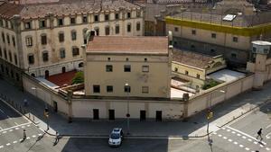 La cárcel Modelo, vista desde la esquina de Rosselló con Entença.