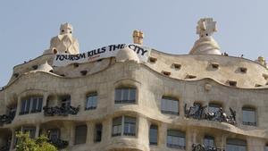 Arran irrumpe en la Pedrera para protestar contra el turismo