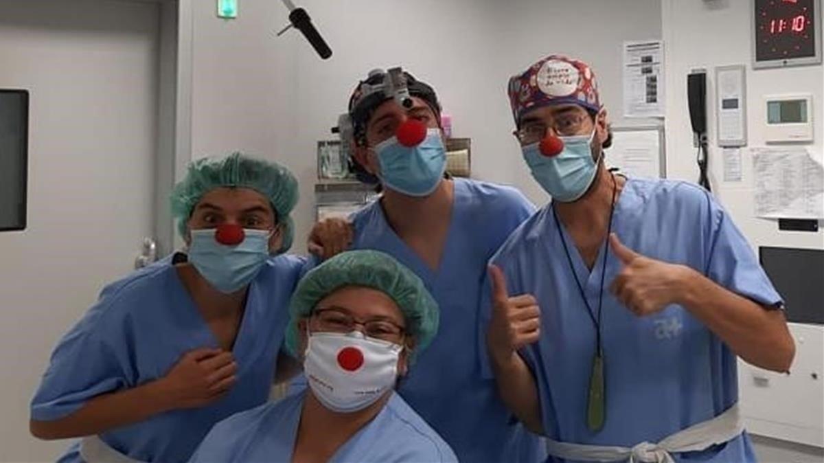 Los doctores de Pallapupas quieren llevar el humor a los pacientes del covid.