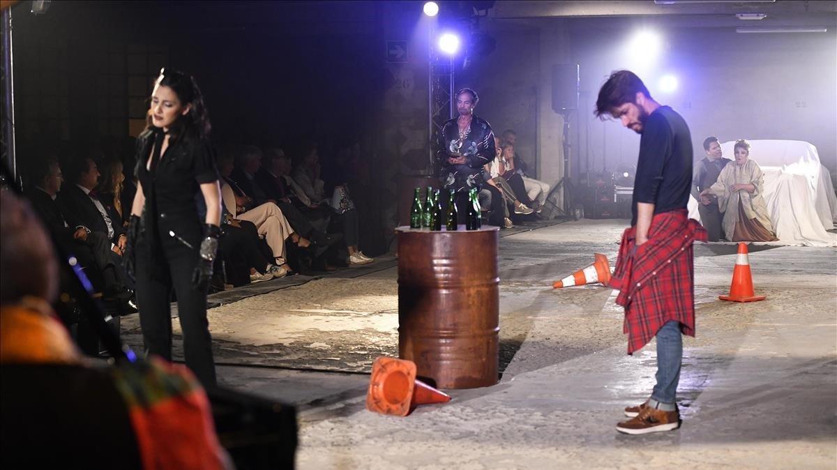 Un momento de la representación de 'La Bohème' en formatoópera garaje.