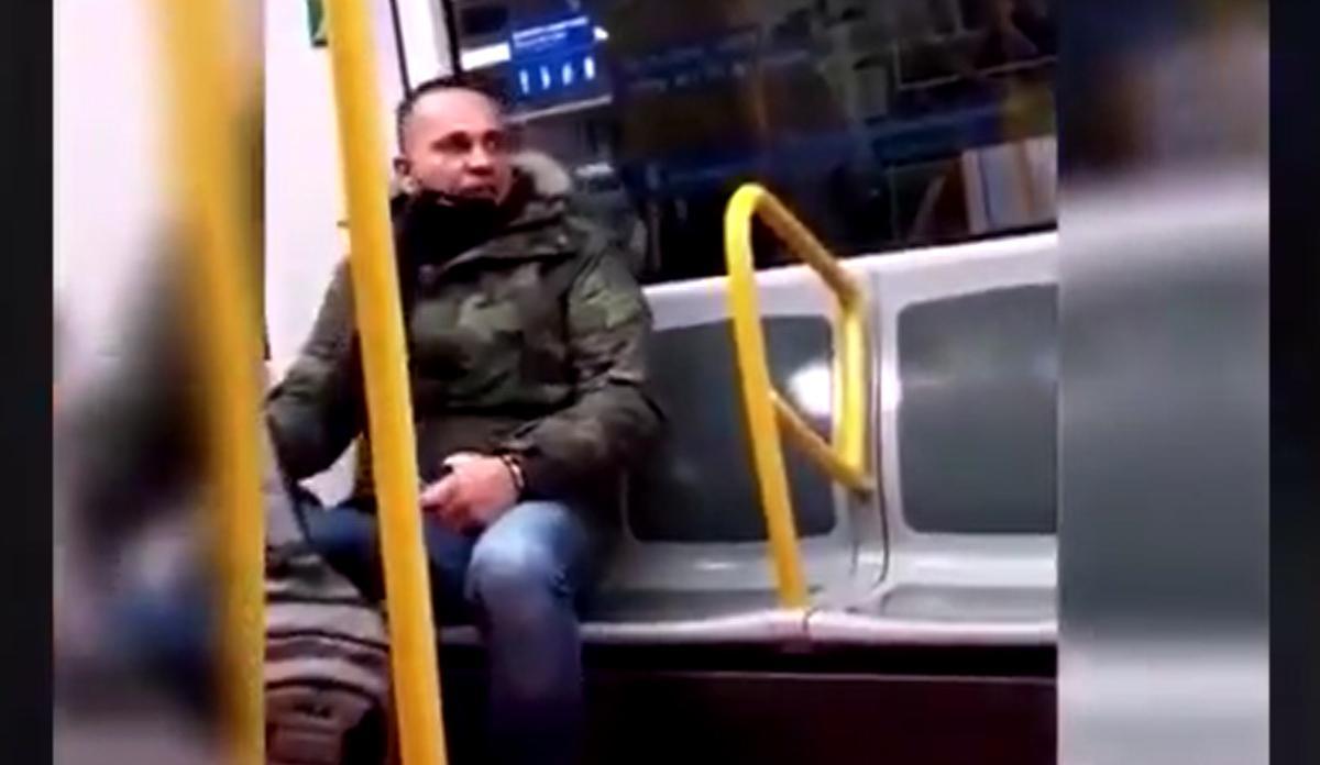 Vídeo difundido en redes sociales de la agresión racista a una mujer en el metro de Madrid.
