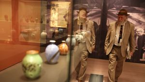 El escultor Joan Gardy Artigas, hijo del ceramista Josep Llorenç Artigas, en la muestra del MNAC sobre su padre y Hamada.
