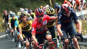 Los ciclistasPrimoz Roglic (Jumbo-Visma) y Chris Froome (Ineos Grenadiers) durante la duodécima etapa de La Vuelta