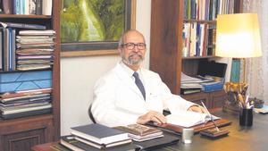 Dr. Antonino Jara Albarrán. Catedrático de Medicina por la UCM. Especialista en Endocrinología y Nutrición.