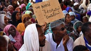 Solicitantes de asilo sudaneses alojados en un campo de refugiados en Níger tras haber cruzado a pie el desierto del Sáhara huyendo de Libia.