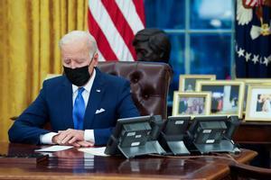 Biden avança en la seva promesa de desmuntar les mesures antiimmigrants de Trump