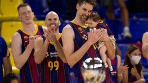 Pau Gasol, con su hija en brazos al concluir la final