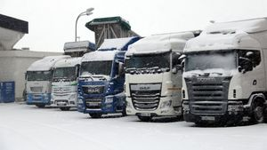 Camiones parados en el área de servicio de La Panadella.