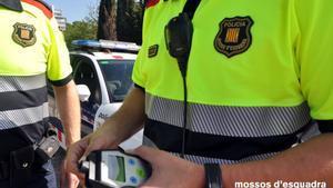 Detingut borratxo un camioner de mercaderies perilloses accidentat a Sitges