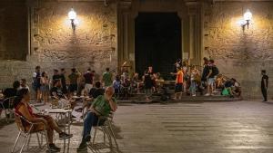 Plaza de la Virreina. 23 horas.