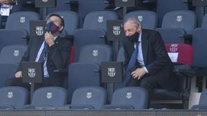 Josep Maria Bartomeu y Florentino Pérez, durante el último clásico en el Camp Nou.