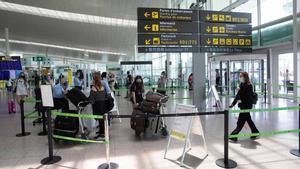 El interior del aeropuerto de Barcelona-El Prat.