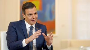 Pedro Sánchez habla de economía en una entrevista con EL PERIÓDICO