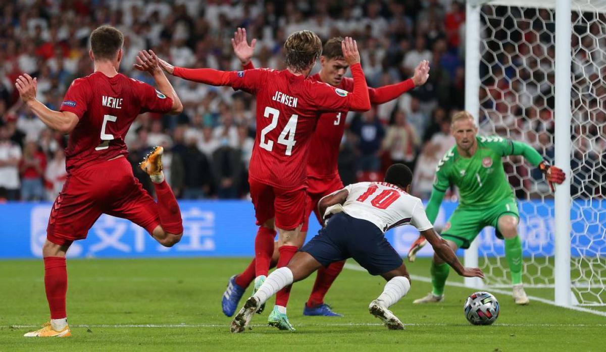 Ésta fue la acción del penalti que transformó Harry Kane.