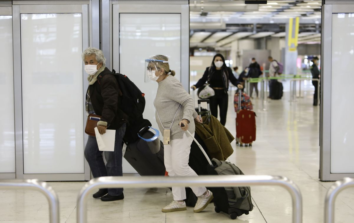 Llegada de un avión con españoles procedentes de Colombia al Aeropuerto Adolfo Suárez Madrid-Barajas