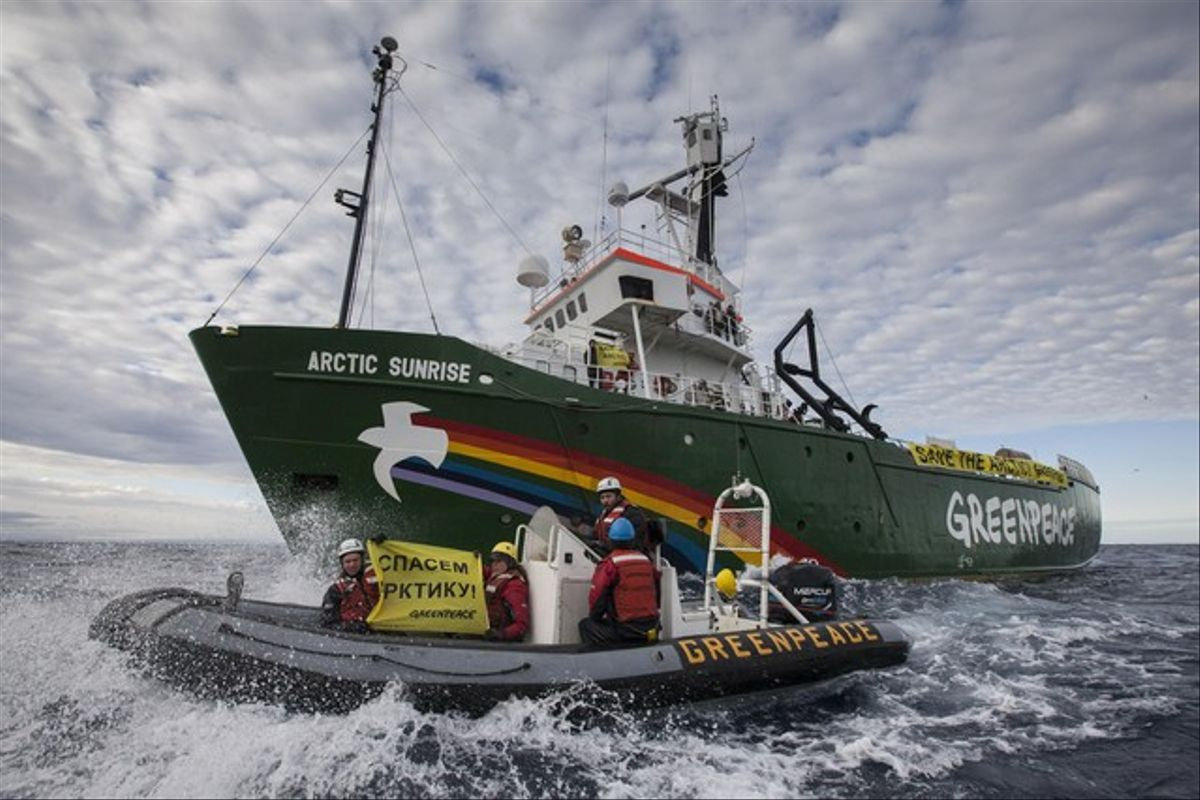 El 'Artic Sunrise' de Greenpeace en el Ártico.