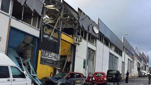 Estado en el que quedó, tras la explosión de una bomba, un taller de lavado de coches de San Pedro de Alcántara, en Marbella. El local es propiedad de un empresario al que se vincula con el narcotráfico.