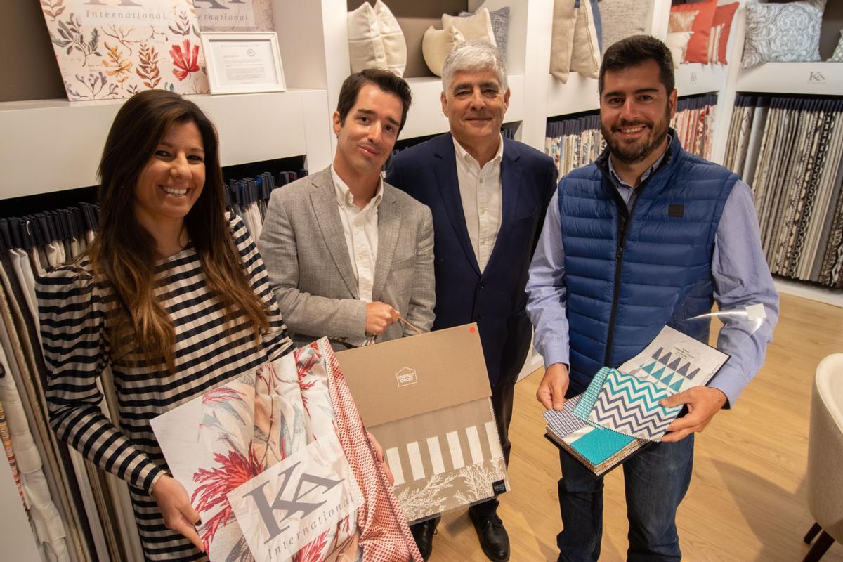Francisco Jover con sus tres hijos, que también dirigen la compañía.