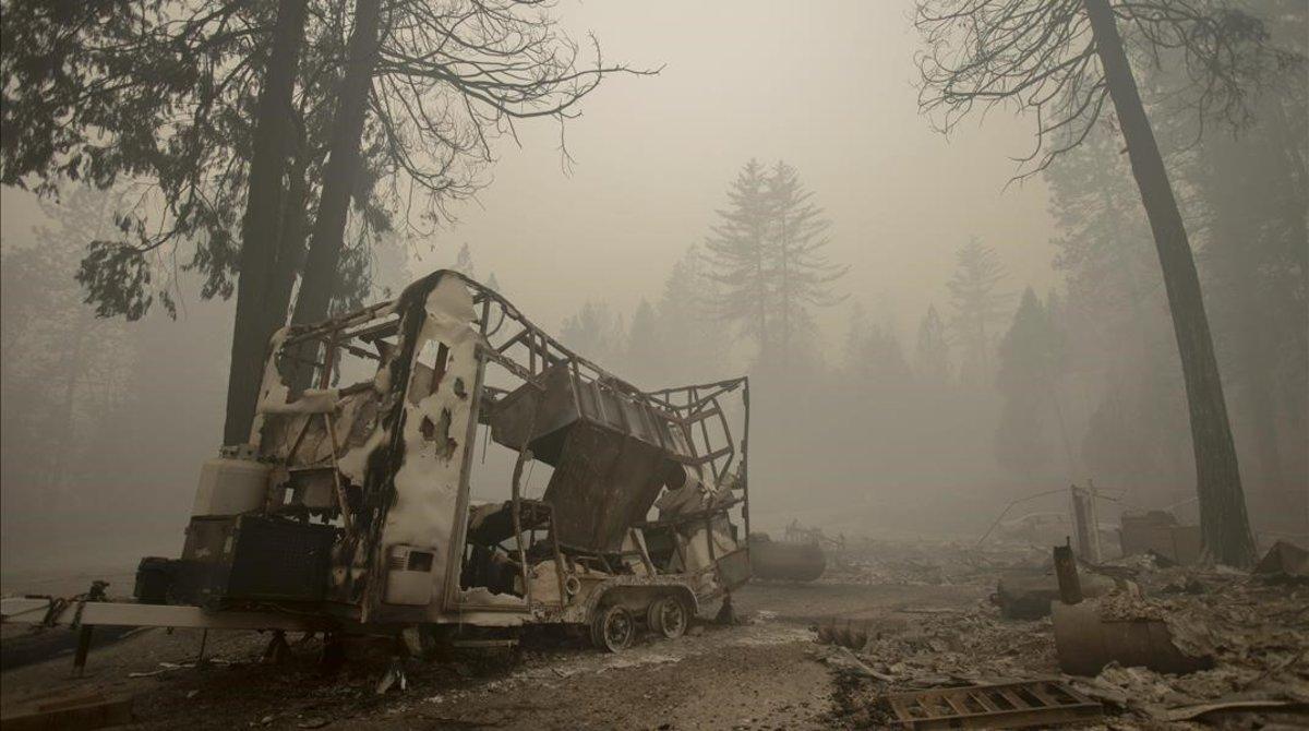 Un tráiler destruido en Berry Creek, al noroeste deCalifornia.