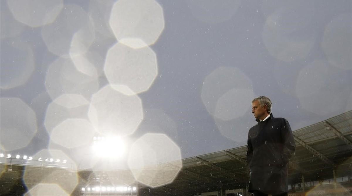 Mourinho, durante el partido contra el Hull City.
