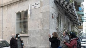 Descubrimiento de la placa a Emília Llorca, este 14 de abril en la Barceloneta.
