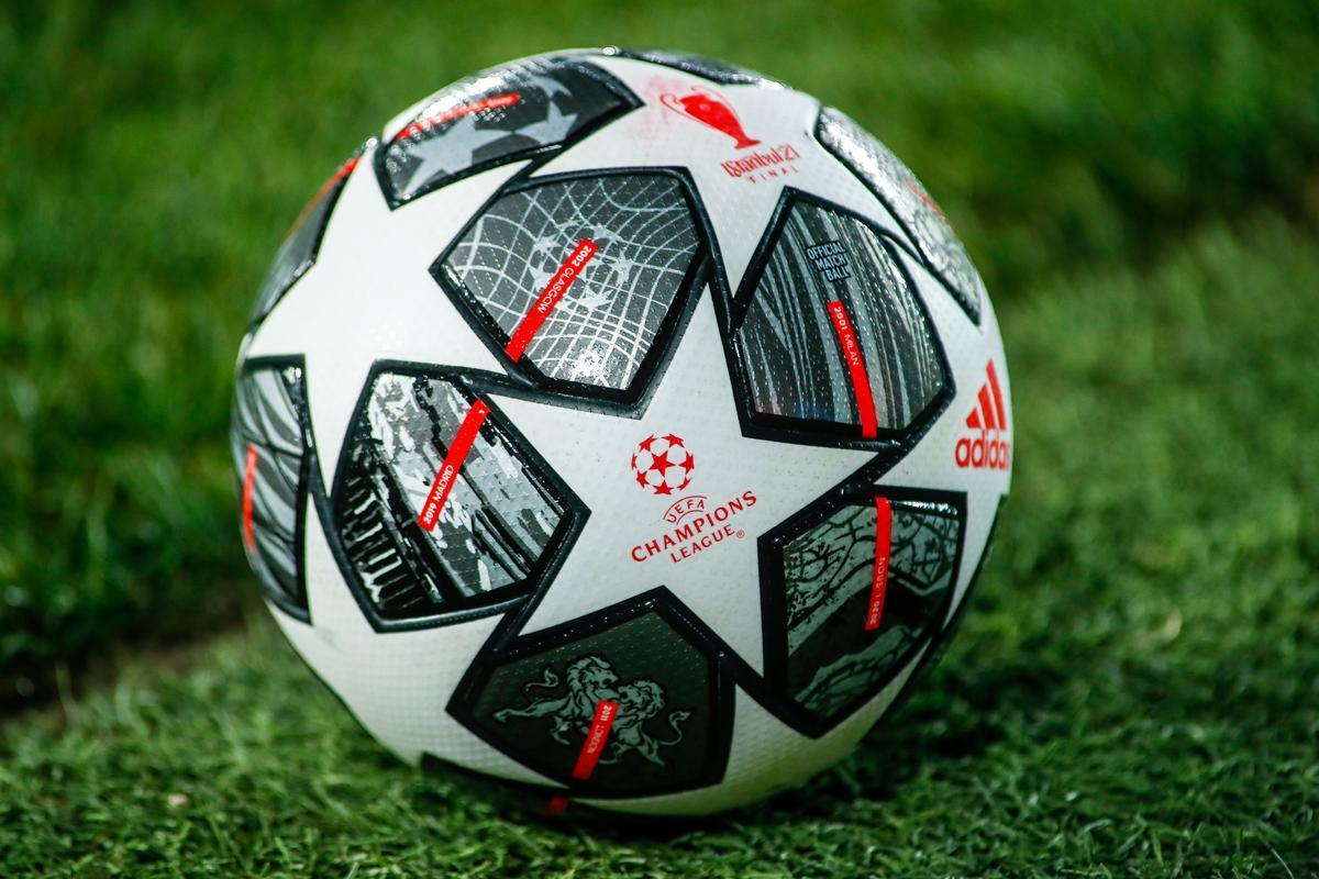 Balón de la Liga de Campeones 2021, con final en Estambul.