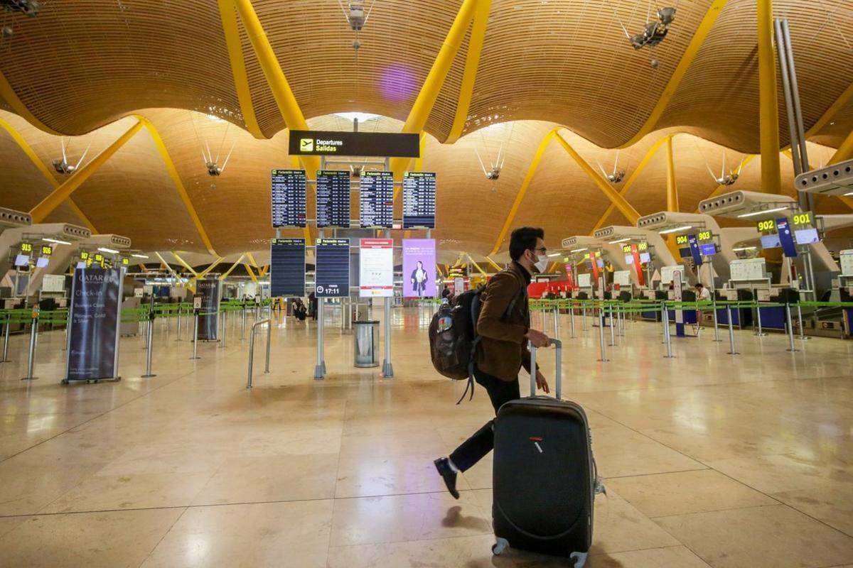 Paneles luminosos de la informacIón de los vuelos en el Aeropuerto Madrid-Barajas Adolfo Suárez.
