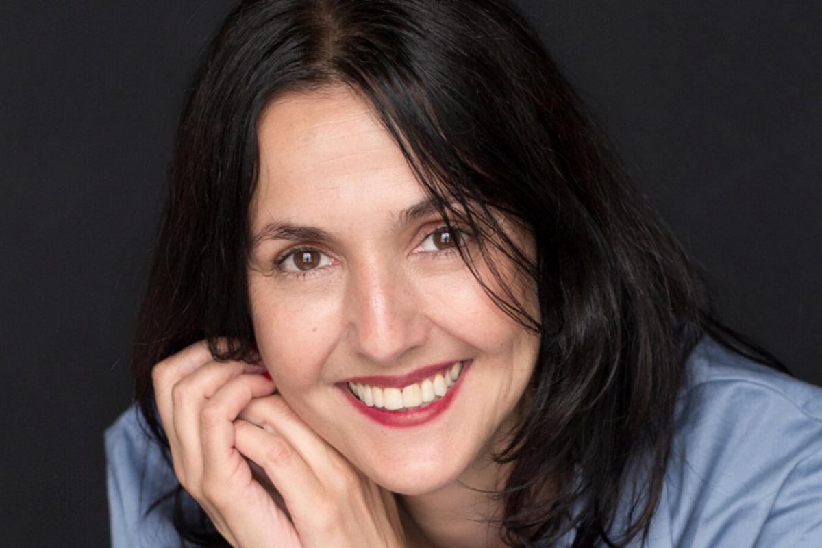 Brenda Chávez, periodista y autora del libro 'Al borde de un ataque de compras'.