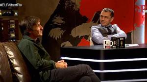 Captura de pantalla de la entrevista de Monedero a Albert Pla en el programa 'En la frontera'.