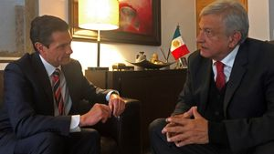 Andres Manuel Lopez Obradory el mandatario Enrique Pena Nietodurante una reunion para definir el programa del 1 de diciembrefecha de investidura del nuevo titular del poder ejecutivoEFE Prensa AMLO