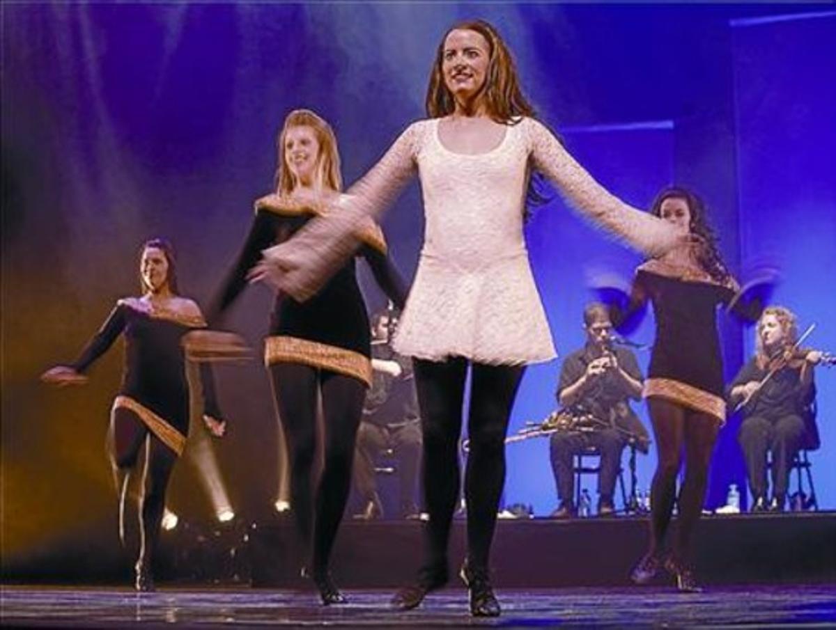Un número coral del enérgico espectáculo 'Celtic legends', en el Apolo.