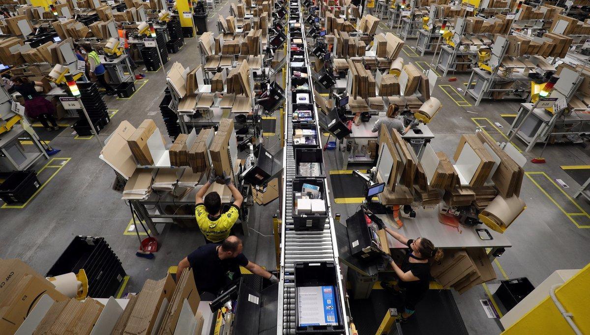 Imagen de archivo de trabajadores del centro de Amazon en El Prat de Llobregat.
