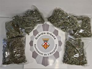 Bolsas de marihuana decomisadas por la Guardia Urbana de L'Hospitalet.