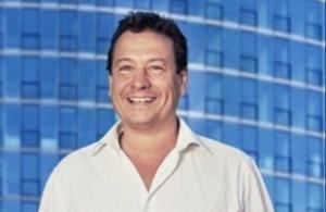 Vox, obligat a desfer-se del seu candidat homòfob i negacionista Fernando Paz