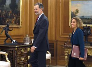 El rey Felipe VI y la presidenta del Congreso, Meritxell Batet.
